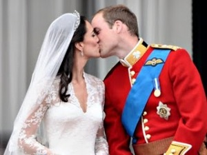 Beijo Príncipe William e Kate Middleton