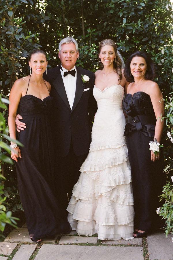 Casamento com convidadas vestidas de preto