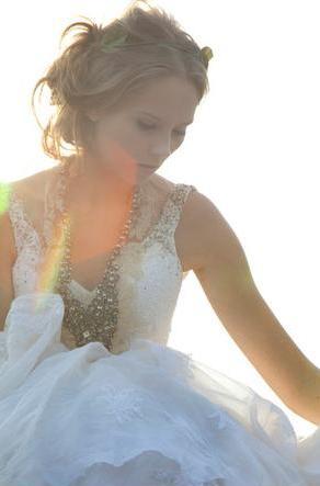 Coleção Off-White, vestidos de noiva de Emanuelle Junqueira