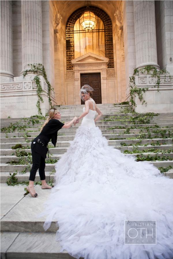 Vestido de noiva Christian Oth com cauda majestosa